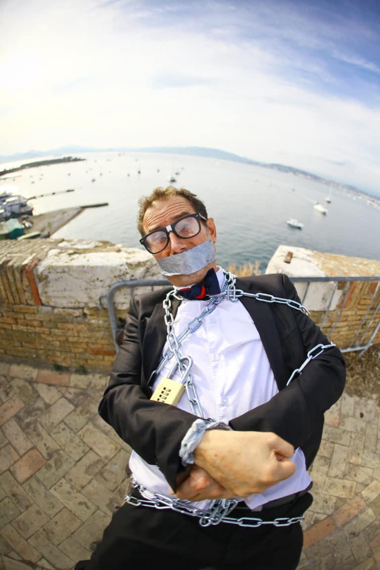 Professeur kidnappé ile sainte marguerite fort royal remparts bateaux mer france seminaire exceptionnel a Cannes Nuxe agence wato we are the oracle evenementiel events
