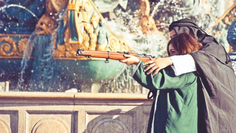 fusil costumes bédouins place de la concorde obélisque de Luxor Paris France insolite teaser video le serment d'alcazar agence wato we are the oracle evenementiel events