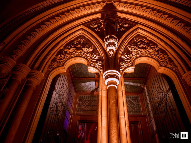 arcades arches soiree insolite eglise soiree costumee dans une eglise the last monastery cathedrale americaine de paris 5 ans wato agence wato we are the oracle evenementiel events