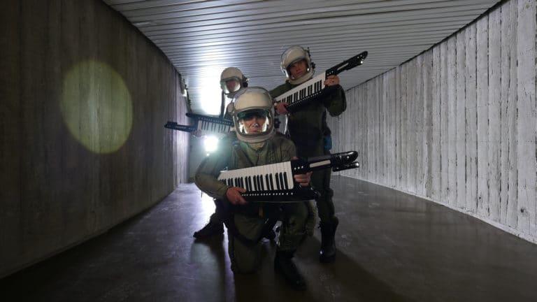 astronautes cosmonautes keytar casque siege du parti commniste francais paris france joachim garraud teaser zemixx 600 agence wato we are the oracle evenementiel events