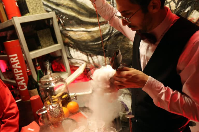 barman mixologue cocktail campari les frigos loft paolo calia paris france evenement corporate campari secret factory agence wato we are the oracle evenementiel events