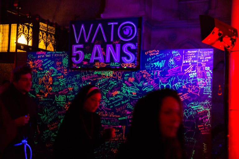 black wall personnalisee evenement grand public soiree costumee dans une eglise the last monastery cathedrale americaine de paris 5 ans wato agence wato we are the oracle evenementiel events