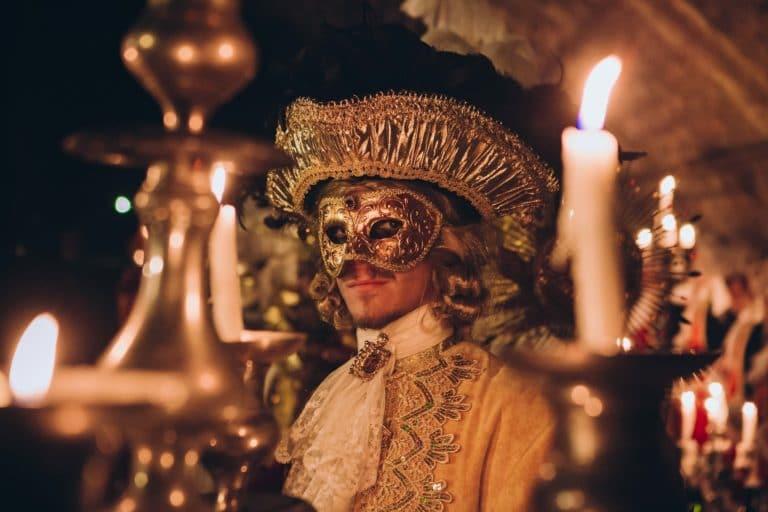 bougies chandeliers costumes venise masques voutes canal saint martin paris insolite secret tournage teaser video venise sous paris agence wato we are the oracle evenementiel events