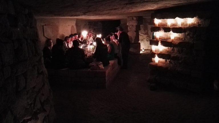 bougies diner aux chandelles diner exceptionnel dans les catacombes paris france lieu insolite ideuzo client leboncoin agence wato we are the oracle evenementiel events