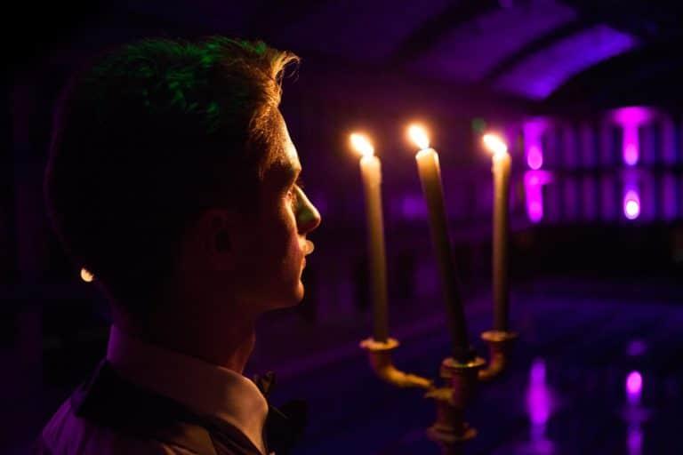 bougies feu flamme diner aux chandelles Piscine Pailleron Espace Sportif Pailleron Paris France diner volants My Little Paris agence wato we are the oracle evnementiel events