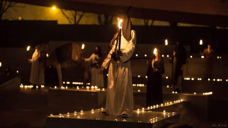 bougies flambeaux dunes de sables création d un desert scénographie sur mesure espace glisse paris 18 skatepark municipale serment d'alcazar agence wato we are the oracle evenementiel events