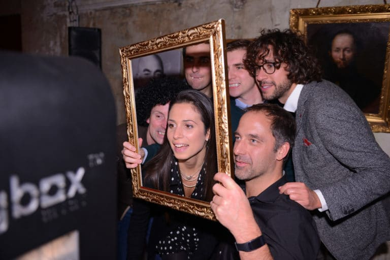 cadre sharingbox photobox photoborne cafe a ancien couvent des recollets evenement corporate amazon thriller party agence wato we are the oracle evenementiel events
