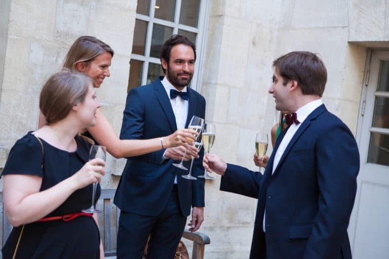 champagne flutes cocktail de bienvenue smokings robes Musée Cognacq Jay Pars France diner volants My little Paris agence wato we are the oracle evenementiel events