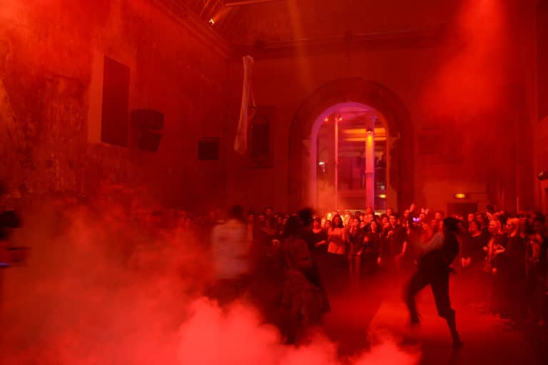 choregraphie thriller fumee zombies theme paranormal cafe a ancien couvent des recollets evenement corporate amazon thriller party agence wato we are the oracle evenementiel event