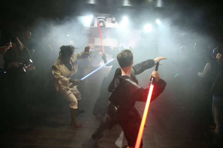 combat de sabres lasers choregraphie danse star wars paris stormtroopers theme dark vador icdc agence wato we are the oracle evenementielle events