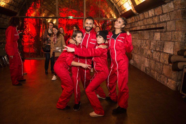 combinaisons ouvrieres rouges brande campari voutes les frigos paris france evenement corporate campari secret factory agence wato we are the oracle evenementiel events