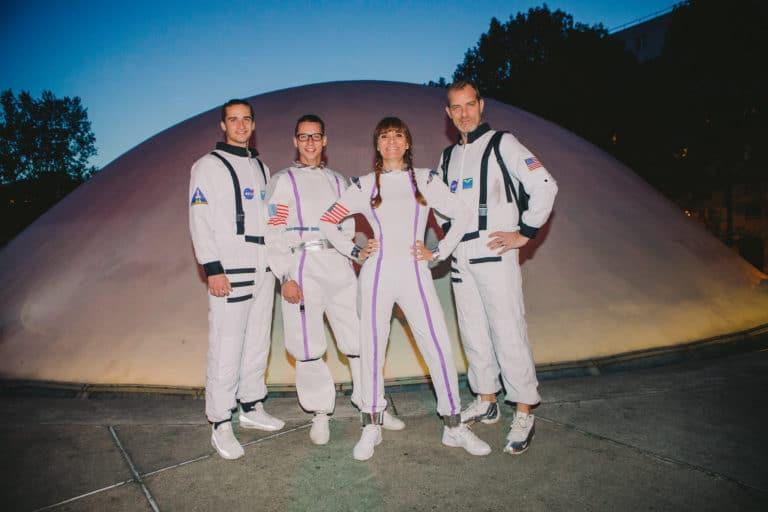 cosmonautes astronaute dome du pcf siege du pcf soiree dansante zemixx 600 scenographie sur mesure joachim garaud agence wato we are the oracle evenementiel events