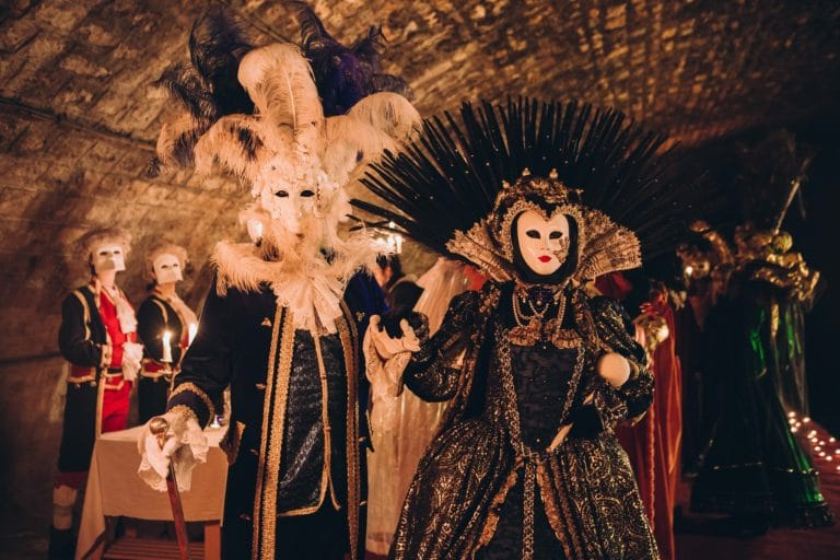 costumes 18 siecle venitien costumes venise masques voutes canal saint martin insolite secret tournage teaser video venise sous paris agence wato we are the oracle evenementiel