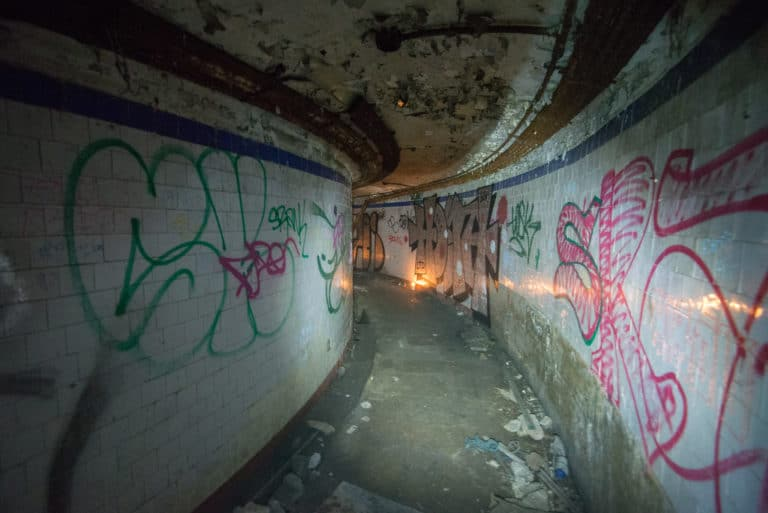 couloir urbex exploration urbaine insolite interdit Château Rothschild Boulogne Billancourt soirée WATO The Ghost Society agence wato we are the oracle evenementiel events