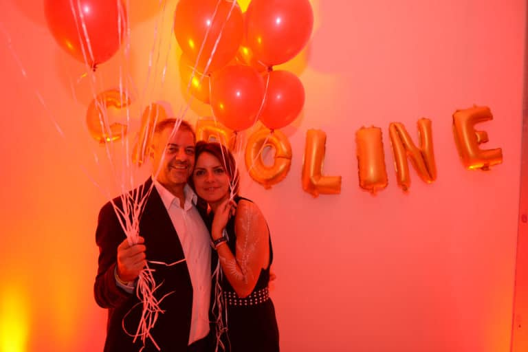 coupe de champagne appartement haussmannien en chantier ballons heliums scenographie sur mesure evenement prive le bal sauvage agence wato we are the oracle evenementiel events