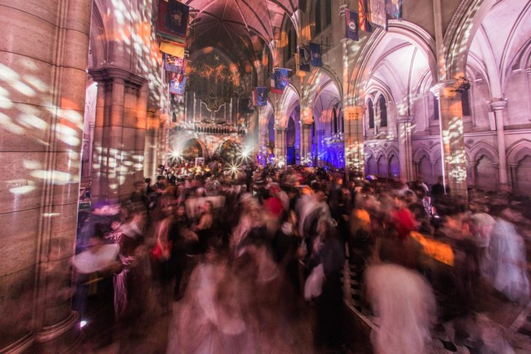 dancefloor evenement grand public soiree costumee dans une eglise the last monastery cathedrale americaine de paris 5 ans wato agence wato we are the oracle evenementiel event