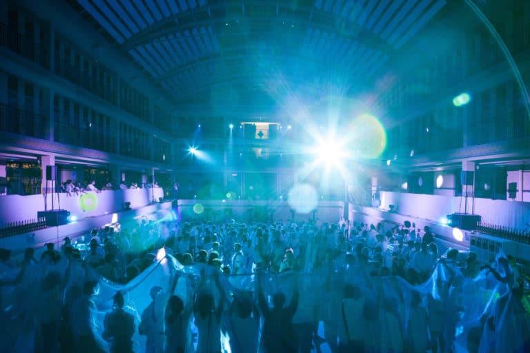 dancefloor soirée dansant fosse piscine pailleron espace sportif pailleron Paris 19 france the underwater party soirée wato agence wato we are the oracle evenementiel event