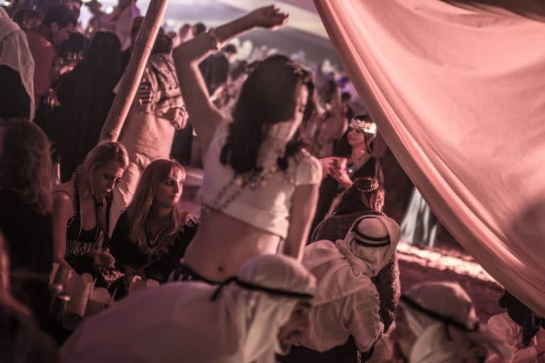 danseuse du ventre arabe danse orientale scénographie sur mesure espace glisse paris 18 skatepark municipale serment d'alcazar agence wato we are the oracle events