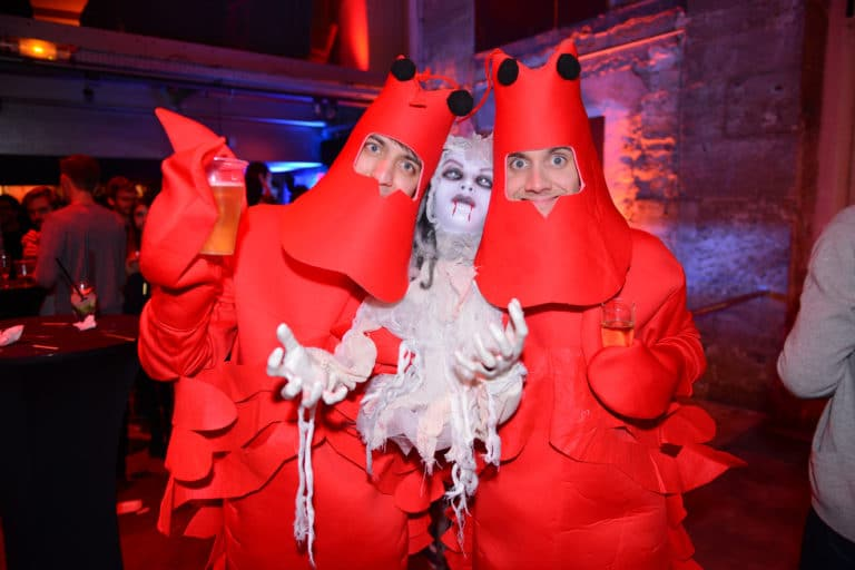 deguisements costumes zombie acteur paranormal theme cafe a ancien couvent des recollets evenement corporate amazon thriller party agence wato we are the oracle evenementiel event