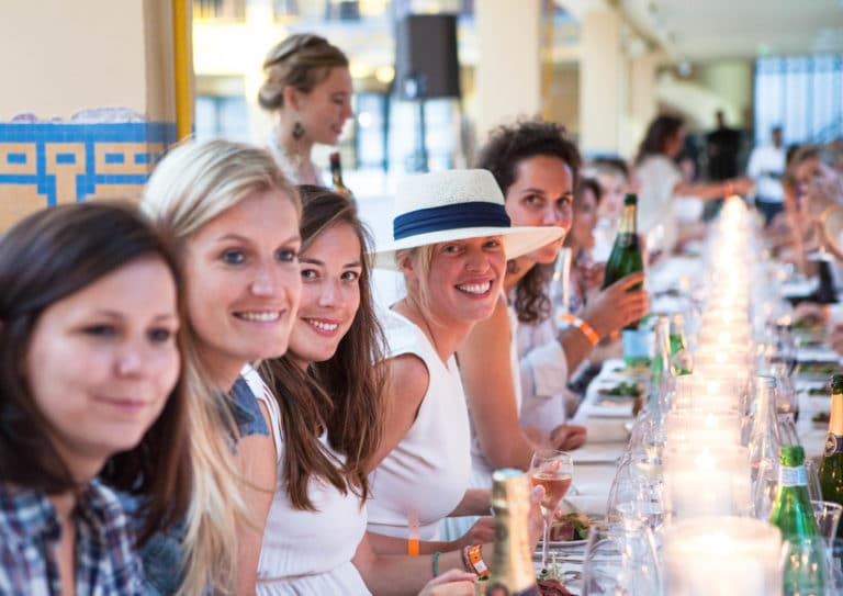 diner exceptionnel journalistes dress code blanc piscine pailleron espace sportif pailleron Paris 19 france the underwater party soirée wato agence wato we are the oracle evenementiel event