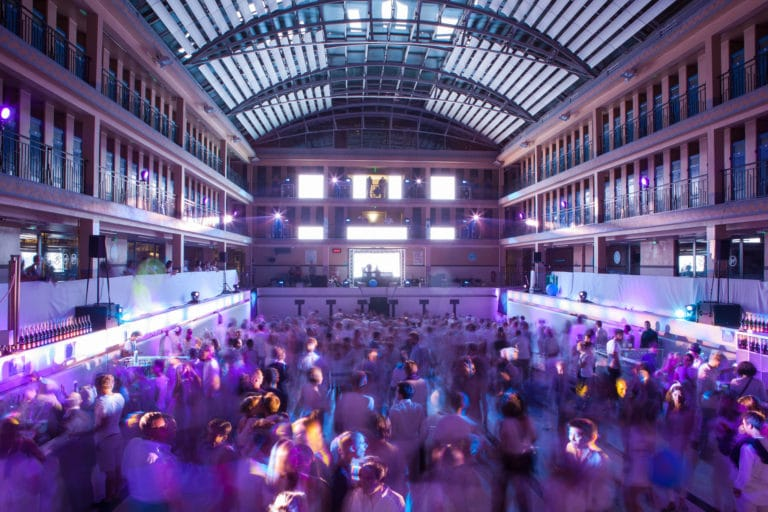 ecrans LED dancefloor soirée dansant fosse piscine pailleron espace sportif pailleron Paris 19 france the underwater party soirée wato agence wato we are the oracle evenementiel events