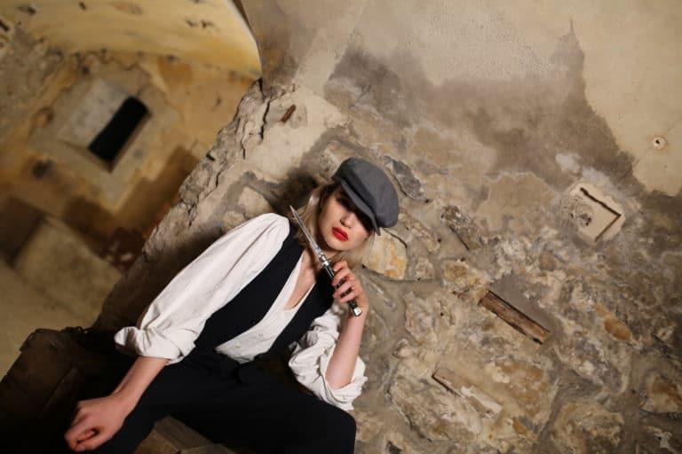 emma konc mannequin couteau theme gangsters caponnière double sous sol fort de cormeilles en parisis teaser video campari secret factory agence wato we are the oracle evenementiel event