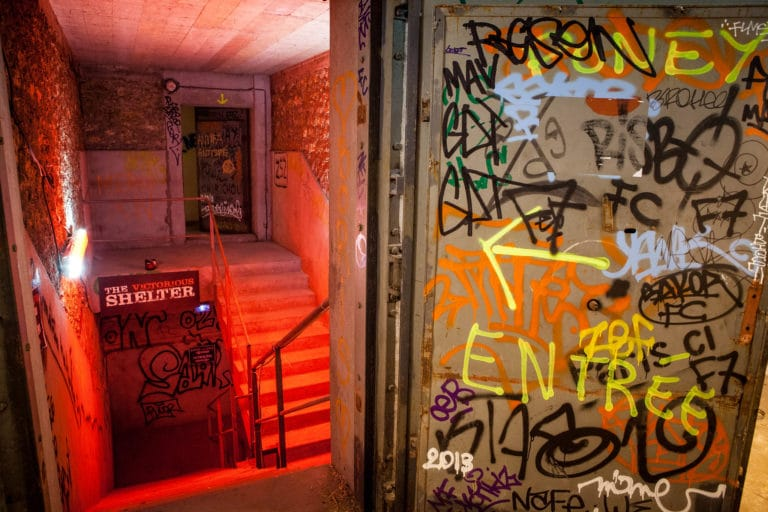 escaliers graffitis entrée Abri Lefebvre abri anti atomique paris 15 e arrondissement France soirée exceptionnelle Victorious Shelter agence wato we are the oracle evenementiel event