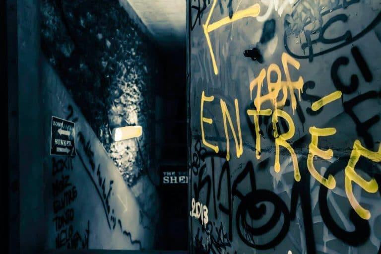 escaliers graffitis entrée Abri Lefebvre abri anti atomique paris 15 e arrondissement France soirée exceptionnelle Victorious Shelter agence wato we are the oracle evenementiel events