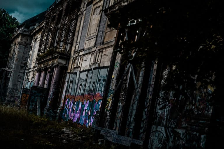facade Château Rothschild abandon urbex exploration urbaine insolite interdit Boulogne Billancourt soirée WATO The Ghost Society agence wato we are the oracle evenementiel events