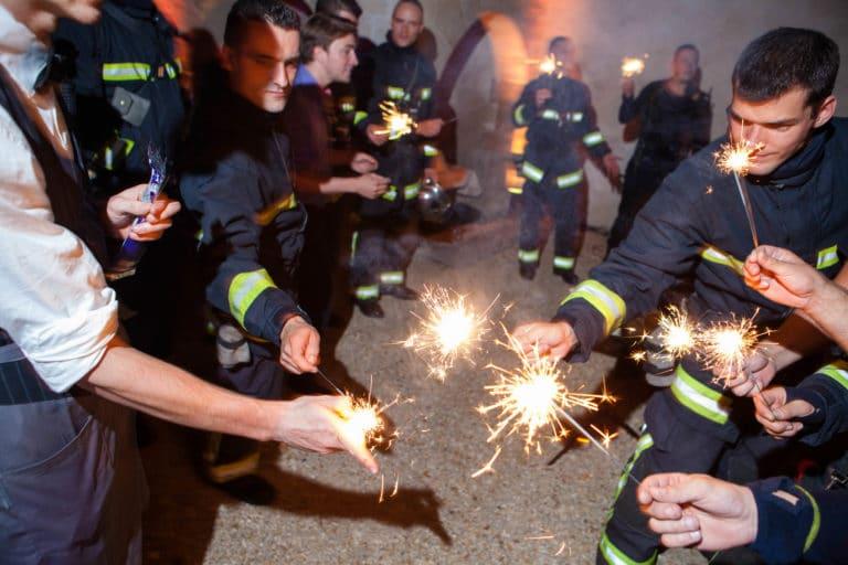 flames étincelles pompiers de paris cours intérieure du Musée Cognacq Jay diner volants My little Paris agence wato we are the oracle evenementiel events