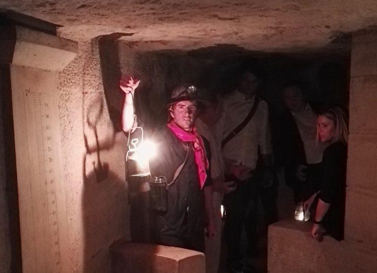 foulques jubert costume mineur diner exceptionnel dans les catacombes evenement sur mesure lieu insolite ideuzo client leboncoin agence wato evenementiel event