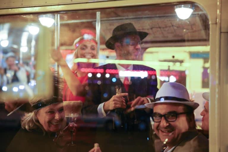 goodies fun cocktail bus de collection ancien bus des années 30 insolite transport ancien paris france soirée corporate voyage prive agence wato we are the oracle evenementiel events