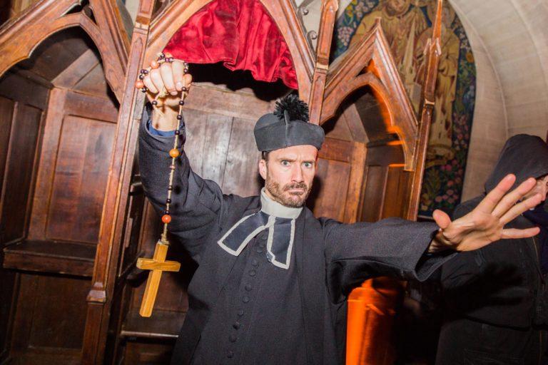 gregory lefourn pretre acteur soiree costumee dans une eglise the last monastery cathedrale americaine de paris 5 ans wato agence wato we are the oracle evenementiel events