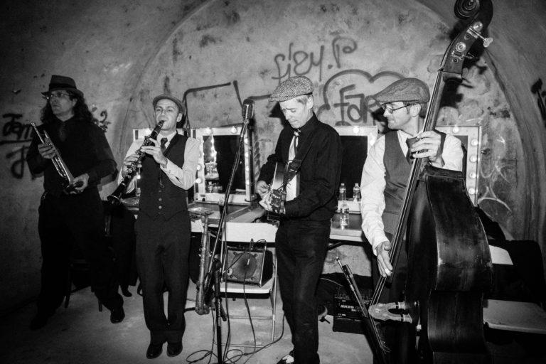 groupe de musique jazz SwinginParis graffitis Abri Lefebvre abri anti atomique paris 15 e arrondissement France Victorious Shelter agence wato we are the oracle evenementiel event