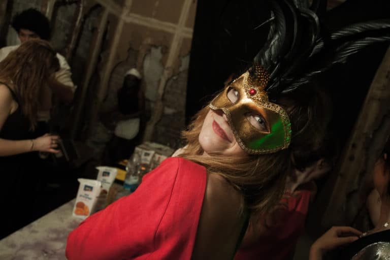 Invités costumés Château Rothschild abandon urbex exploration urbaine insolite Boulogne Billancourt soirée WATO The Ghost Society agence wato we are the oracle evenementiel events