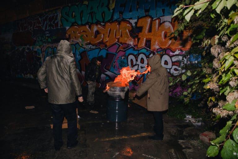 ivrognes clochards acteurs baril feu graffitis les frigos paris anniversaire milliardaire indien agence wato we are the oracle evenementiel events
