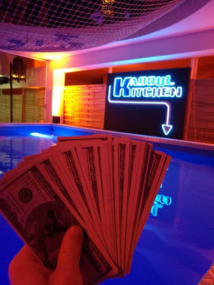 kaboul-kitchen-pool-party-faux-billets-dollars-amanullah-soiree-wato-paris
