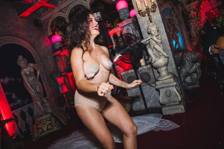 la dandizette danseuse burlesque effeuillage loft baroque paolo calia anniversaire milliardaire indien agence wato we are the oracle evenementiel event