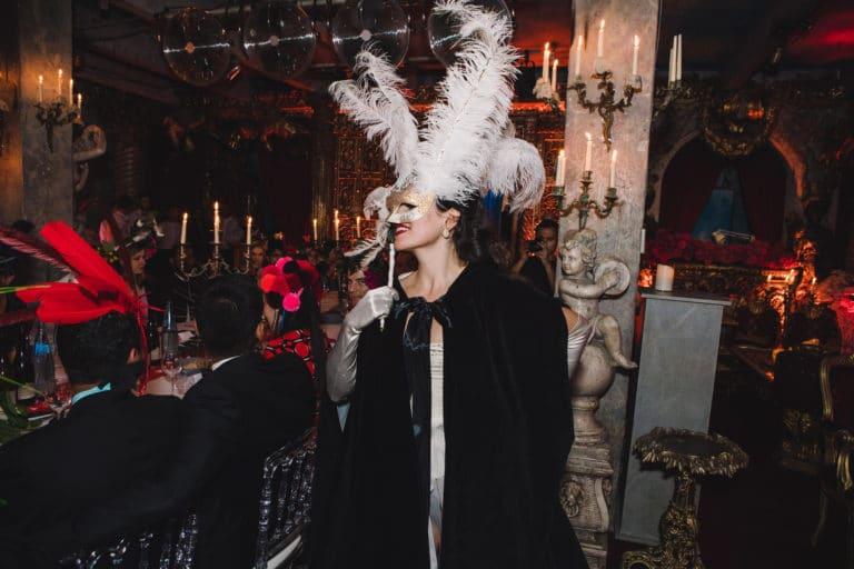la dandizette danseuse burlesque masque venise loft baroque paolo calia anniversaire milliardaire indien agence wato we are the oracle evenementiel events