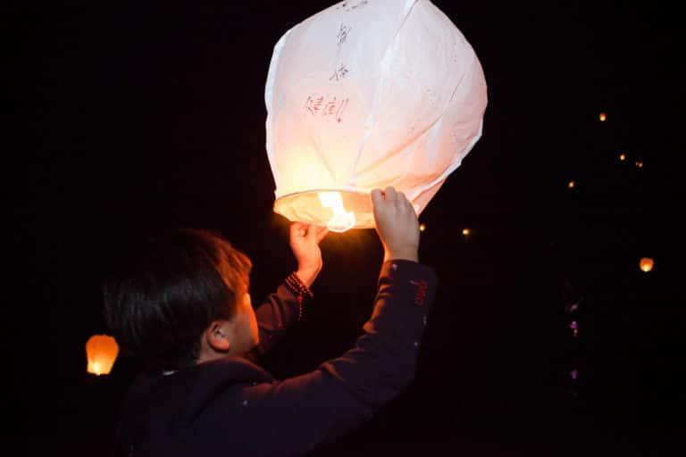 laché de lanternes celestes caractères chinois canopée castel dîner de prestige chateau Barreyres haut-médoc france groupe castelagence wato we are the oracle evenementiel events