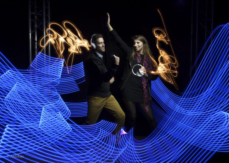 lightpainting jadikan artiste casque bose ancienne gare frigorifique bercy france lancement casque bose soundtrue live in the cube bose agence wato we are the oracle evenementiel event
