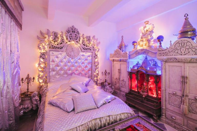lit suite baroque decor atypique exceptionnel loft baroque paolo calia paris anniversaire milliardaire indien agence wato we are the oracle evenementiel event
