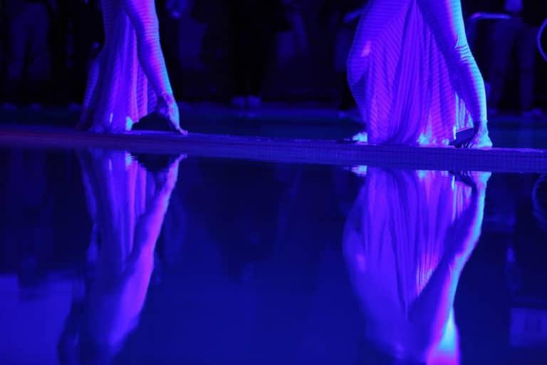 lucie moulin aude arago danseuses comtemporaines performance exceptionelle scenographie sur mesure soiree 10 ans espace sportif pailleron ucpa agence wato we are the oracle evenementiel event