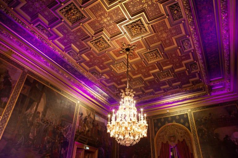 lustre dorure tableaux luxe salons Hotel de ville de Paris France diner volants My Little Paris x Mairie de Paris agence wato we are the oracle evenementiel event