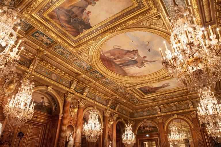 lustres dorure tableaux luxe salons Hotel de ville de Paris France diner volants My Little Paris x Mairie de Paris agence wato we are the oracle evenementiel events