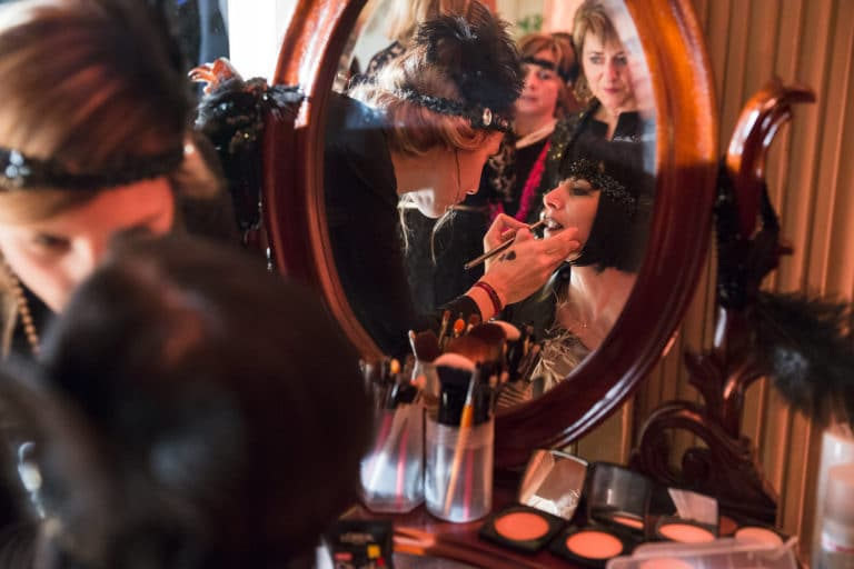 maquillage make up makeup mirroir hotel particulier paris hotel Salomon de Rothchild paris 8 france padam padam soirée des années 20 agence evenementielle wato we are the oracle events