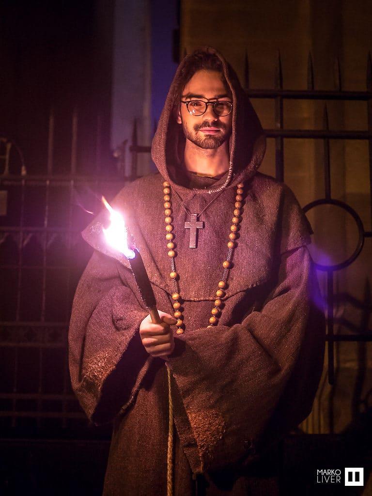 moine acteur soiree costumee dans une eglise the last monastery cathedrale americaine de paris 5 ans wato agence wato we are the oracle evenementiel events