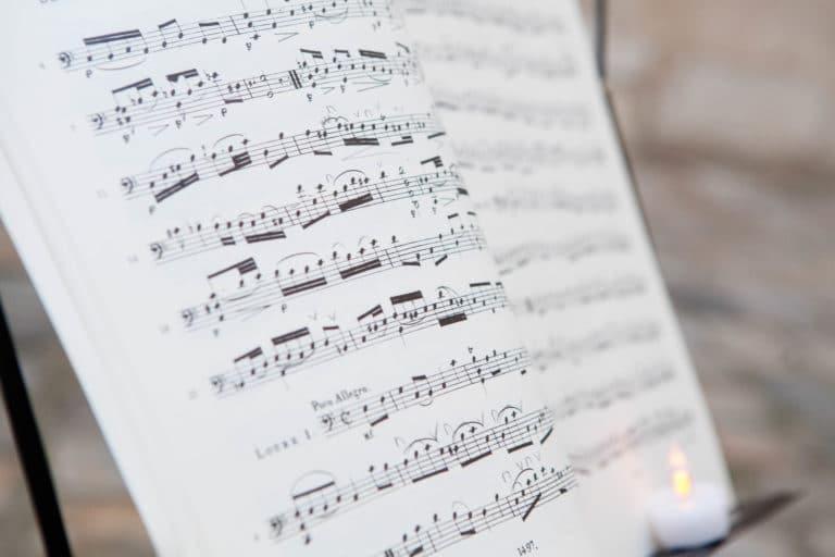 partition violoniste notes de musiques clef de sol Musée Cognacq Jay Paris France diner volants My little Paris agence wato we are the oracle evenementiel events