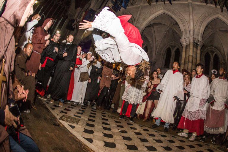 performance danse hip hop salto soiree costumee dans une eglise the last monastery cathedrale americaine de paris 5 ans wato agence wato we are the oracle evenementiel event