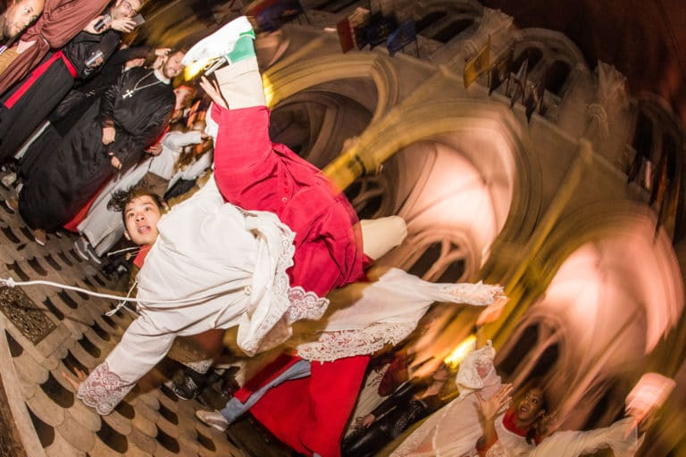 performance danse hip hop soiree costumee dans une eglise the last monastery cathedrale americaine de paris 5 ans wato agence wato we are the oracle agence evenementielle events event
